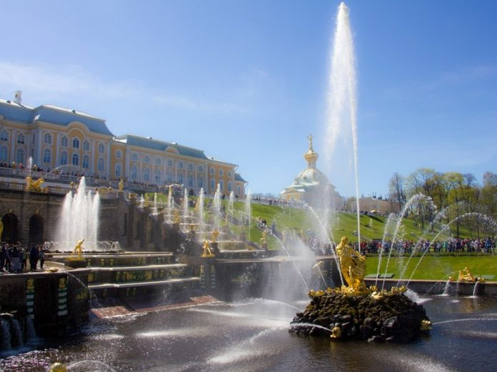 Peterhof Venus remained without fingers