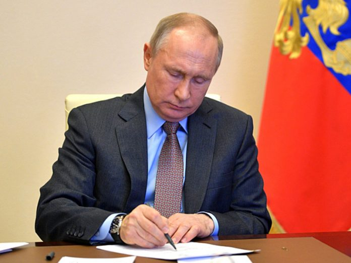 Putin signed a decree on introducing amendments to the Constitution