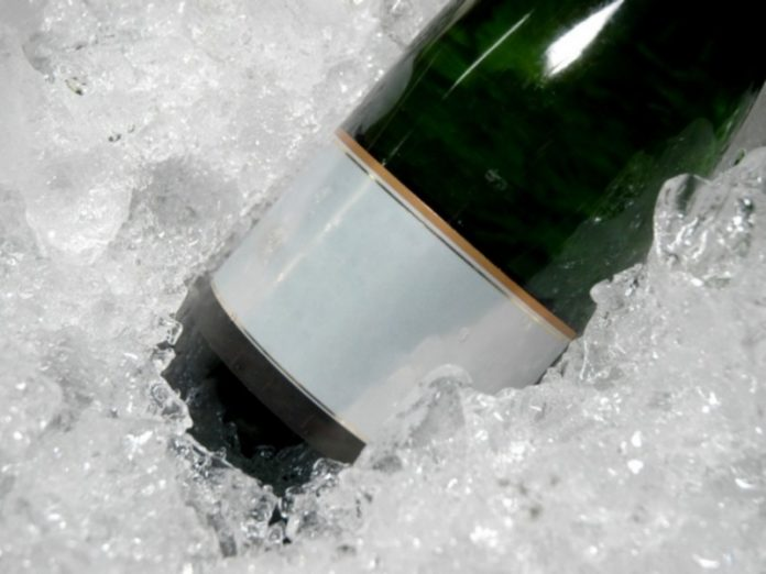 Russia is going to raise the minimum price for champagne
