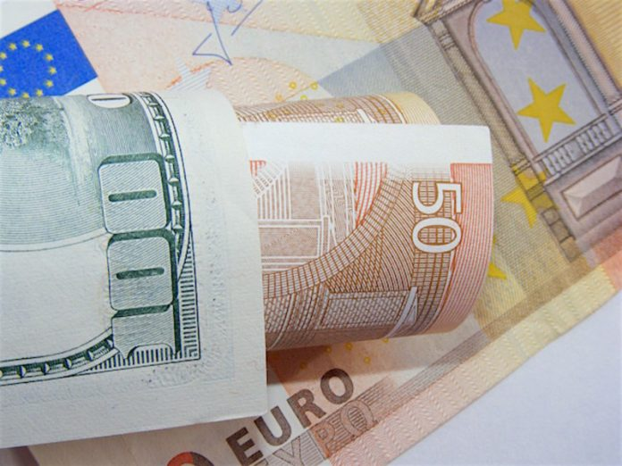 The Bank of Russia slightly lowered the official exchange rate of the dollar and the Euro sharply raised