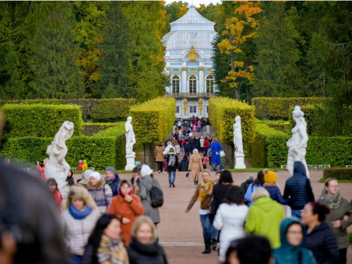 The child dropped from the pedestal of the bust of the XVIII century Tsarskoe Selo (photo)