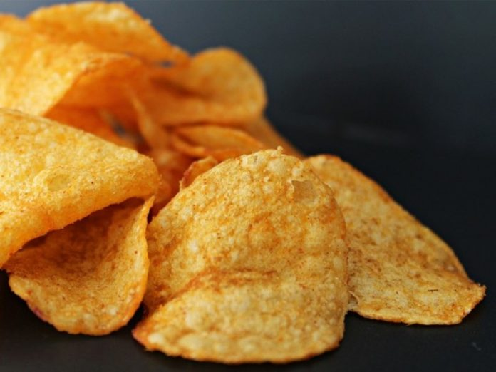 The nutritionist explained why the fruit is more harmful chips