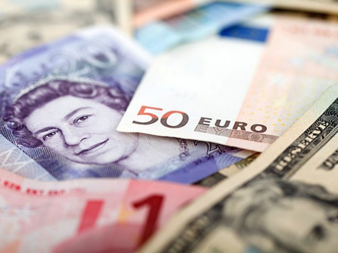 The official dollar exchange rate broke above the mark of 72 rubles, Euro exceeded 81