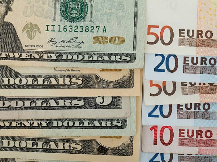 The official dollar exchange rate slightly lowered, the Euro significantly increased