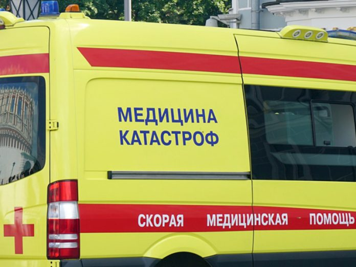 The Petersburg rescuers removed hanging from the balcony of the 17th floor man