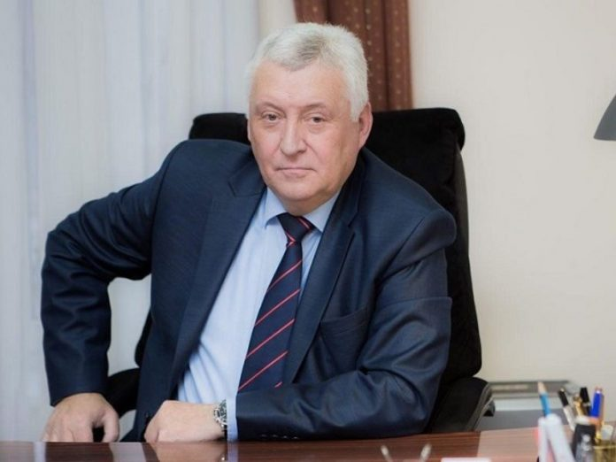 The second day the mayor of Russia has decided to resign