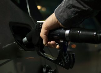 The stock price of AI-95 gasoline will not cease to break records