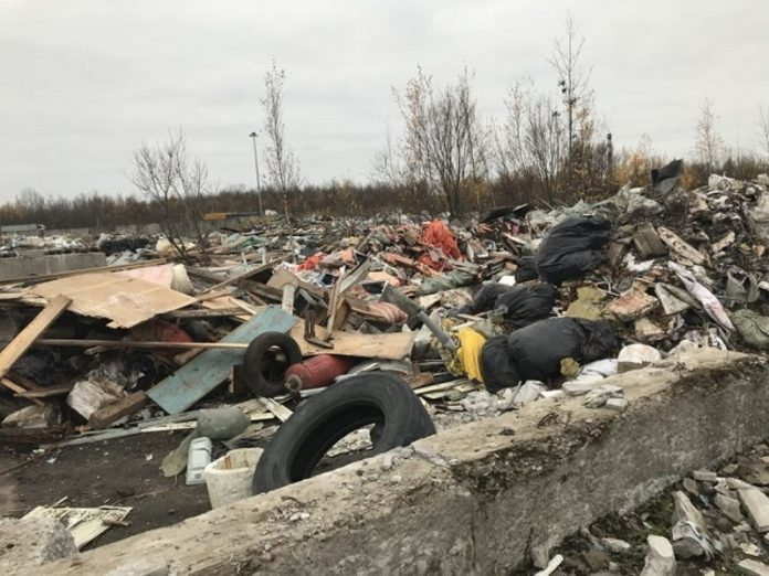Under Makhachkala on fire the dry grass and garbage dump