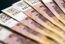 Weak rouble: experts do not exclude the further fall of the national currency by the weekend