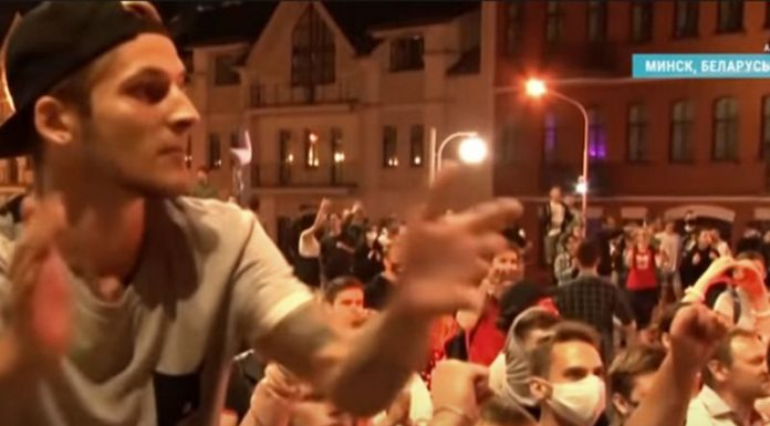 A mass protest is held in front of state television in Minsk (video)