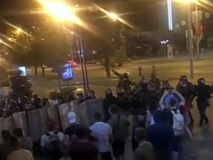 In Minsk, the security forces dispersed the protesters and destroyed the barricades at the metro