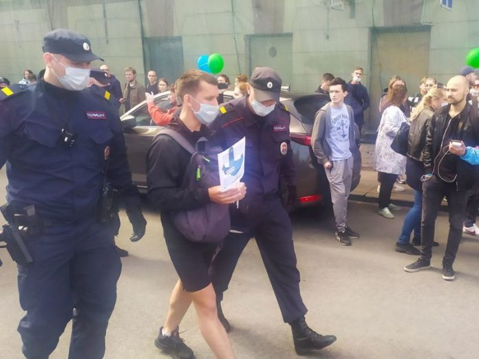 In Petersburg continued detention of protesters