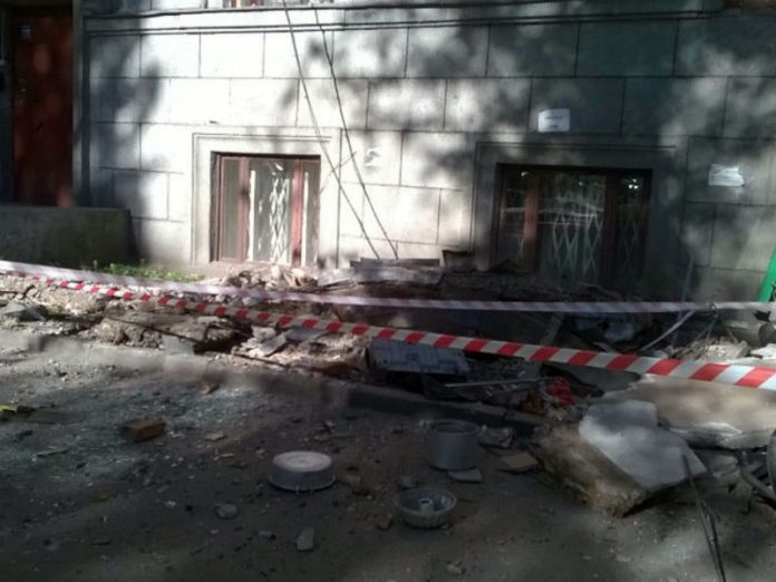 In the Vyborg district two fallen balcony trounced workers (video)