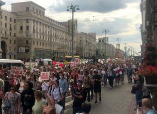 """""""Lukashenko — in the paddy wagon"""": the inhabitants of Brest organized a massive rally (video)"""