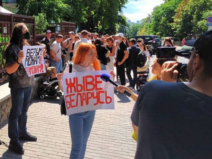 Protests spread throughout Belarus
