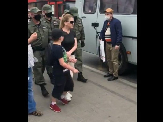 The action of solidarity with the festival in Kazan have detained the mother and the child (video)