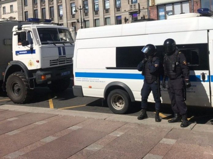 Three of St. Petersburg was detained for action of solidarity with the protest Khabarovsk