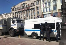 "To the station ""Gostiny Dvor"" pull the riot police and the police (photos, video)"